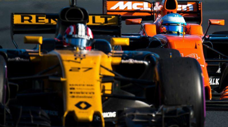 Si accende anche il V6 della Mclaren-Renault