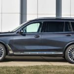 Vista laterale BMW X7